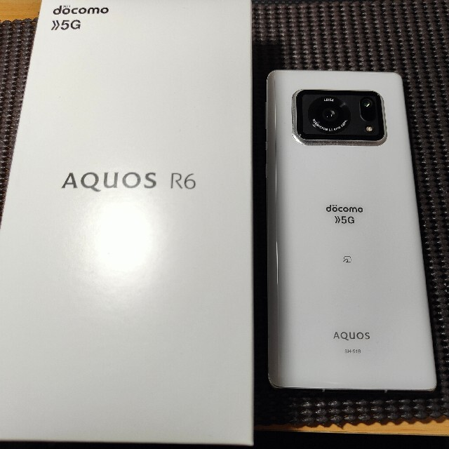 AQUOS(アクオス)のAQUOS R6 ホワイト SIMフリー 超美品 おまけ多数 一括精算済 スマホ/家電/カメラのスマートフォン/携帯電話(スマートフォン本体)の商品写真