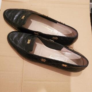 サルヴァトーレフェラガモ(Salvatore Ferragamo)のサルヴァトーレ フェラガモ クロコ型押し ローファ ブラック 24(ローファー/革靴)