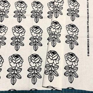 マリメッコ(marimekko)の廃番カラー マリメッコ 生地 ヴィヒキルース ブラック日本限定(生地/糸)