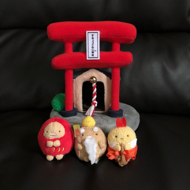 サンエックス(サンエックス)のすみっコぐらし神社 シーンぬいぐるみ  えびふらいのしっぽ 巫女 とんかつ エンタメ/ホビーのおもちゃ/ぬいぐるみ(キャラクターグッズ)の商品写真
