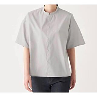 ムジルシリョウヒン(MUJI (無印良品))の無印良品 スタンドカラーシャツ グレー 新品未使用(シャツ/ブラウス(半袖/袖なし))