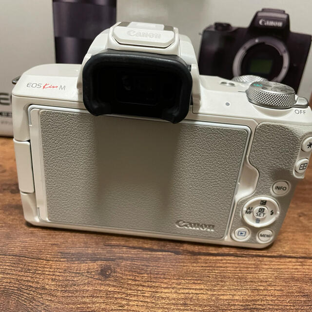 Canon(キヤノン)のCanon EOS Kiss M (ホワイト)※Bcer様専用 スマホ/家電/カメラのカメラ(ミラーレス一眼)の商品写真