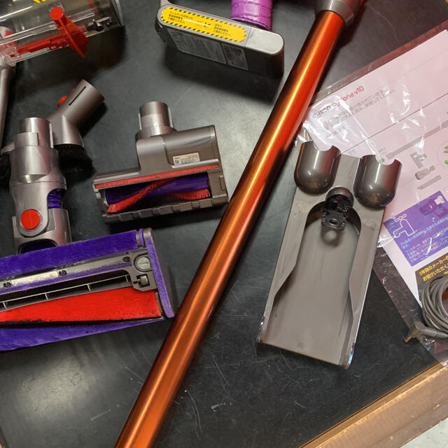 Dyson(ダイソン)のダイソンv10fluffy(美品) スマホ/家電/カメラの生活家電(掃除機)の商品写真