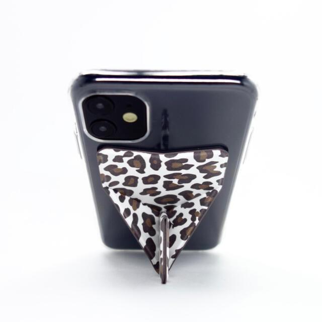 iPhone11 ケース スマホスタンド スマホグリップ マグネット機能付 豹柄 スマホ/家電/カメラのスマホアクセサリー(iPhoneケース)の商品写真