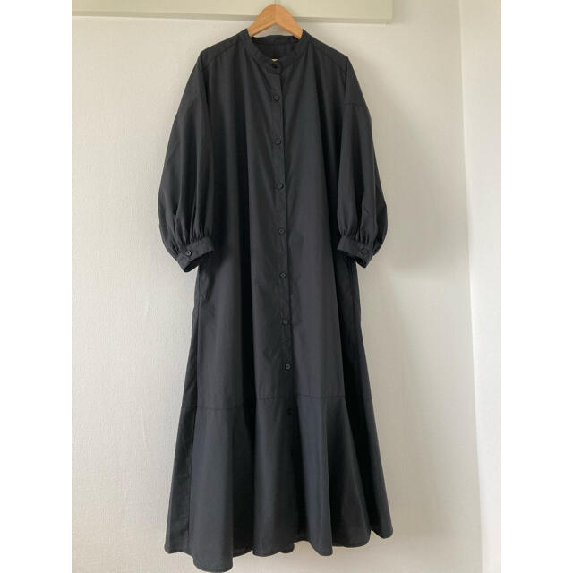 GU(ジーユー)のGU ジーユー バンドカラーシャツワンピース 7分袖ブラック黒L レディースのワンピース(ロングワンピース/マキシワンピース)の商品写真