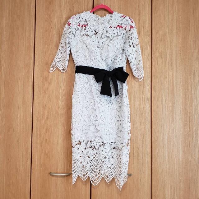 JEWELS(ジュエルズ)の【韓国ドレス】フラワーケミカルレース ウエストリボン ひざ丈 ドレス M レディースのフォーマル/ドレス(ミディアムドレス)の商品写真