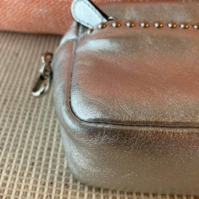 J&M DAVIDSON(ジェイアンドエムデヴィッドソン)の訳あり J&M DAVIDSON リップスティック ショルダー シルバー レディースのバッグ(ショルダーバッグ)の商品写真