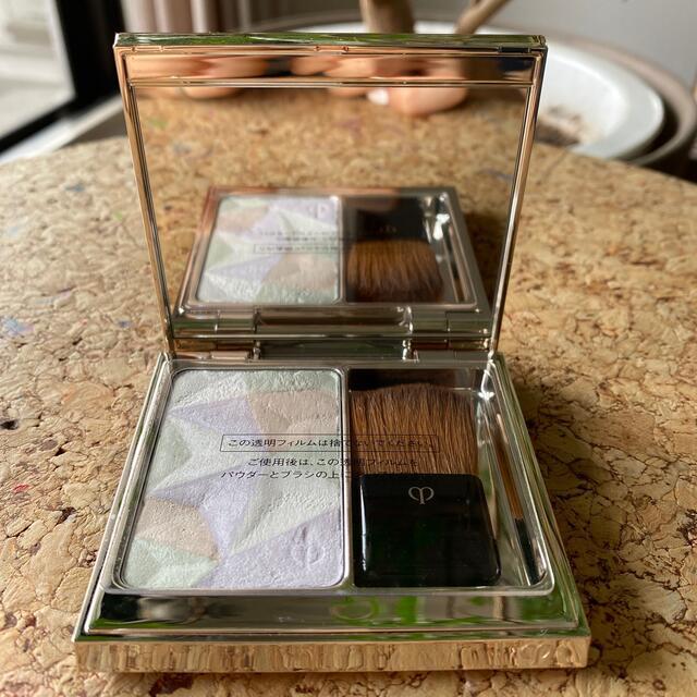 クレ・ド・ポー ボーテ(クレドポーボーテ)のクレドポーボーテ レオスールデクラ 17 コスメ/美容のベースメイク/化粧品(フェイスパウダー)の商品写真