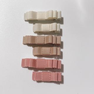 プティマイン(petit main)の827.グログランリボンのヘアクリップ、ハンドメイド♡ベビー、キッズ(ファッション雑貨)