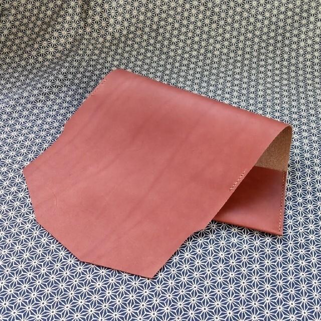 単行本ソフトカバー用本革ブックカバー/オイルスムースレザー2130920 ハンドメイドの文具/ステーショナリー(ブックカバー)の商品写真