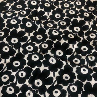マリメッコ(marimekko)のマリメッコ  ピックイネンウニッコ ブラック 100×200(生地/糸)
