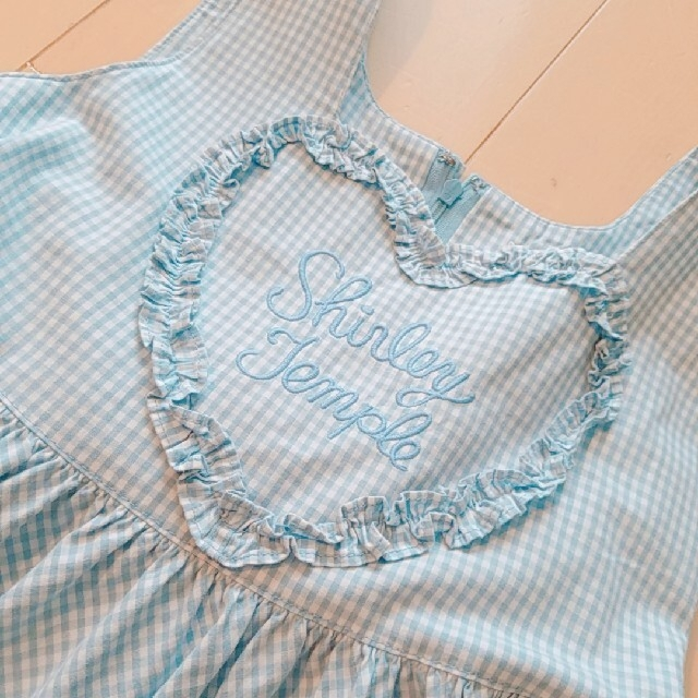 Shirley Temple(シャーリーテンプル)のシャーリーテンプル 水色 エプロンワンピース キッズ/ベビー/マタニティのキッズ服女の子用(90cm~)(ワンピース)の商品写真