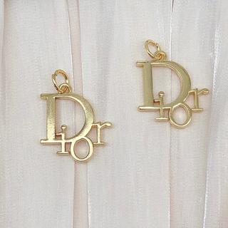 ディオール(Dior)のディオール ゴールド チャーム ボタン 2個(各種パーツ)