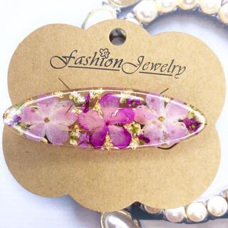 ピンクのお花を使ったレジンヘアクリップ