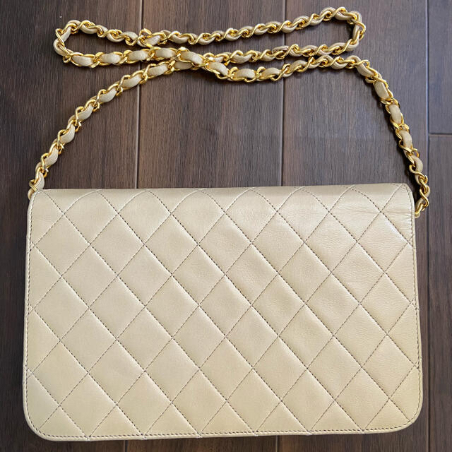 CHANEL(シャネル)のCHANEL シャネル プッシュロック マトラッセ ショルダーバッグ ベージュ レディースのバッグ(ショルダーバッグ)の商品写真