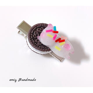 大人可愛い♡ お菓子大好きなにゃんこ♪  ミニヘアクリップ