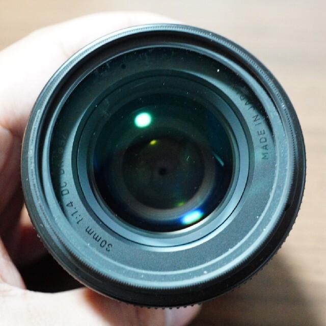 SONY(ソニー)の「H.E.さん専用」sigma 30mm ソニーeマウント用 スマホ/家電/カメラのカメラ(レンズ(単焦点))の商品写真