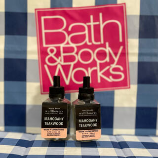 バスアンドボディーワークス(Bath & Body Works)のバスアンドボディワークス ウォールフラワー マホガニーチークウッド2本セット(アロマオイル)