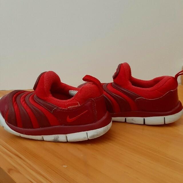 NIKE(ナイキ)のNIKE ダイナモフリー スニーカー 赤 16cm キッズ/ベビー/マタニティのキッズ靴/シューズ(15cm~)(スニーカー)の商品写真