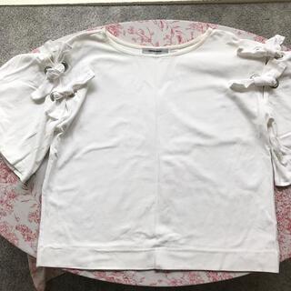 ローズバッド(ROSE BUD)の【ROSEBUD】袖フレア 肩リボン トップス(カットソー(半袖/袖なし))