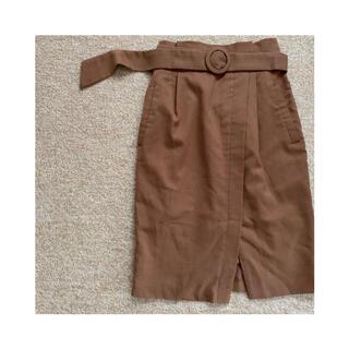 ヴィス(ViS)のタイトスカート ベルト付き 茶色(ひざ丈スカート)
