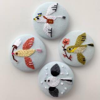 ヘアゴム くるみボタン 刺繍 ハンドメイド 鳥