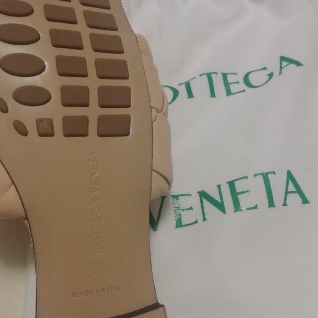 Bottega Veneta(ボッテガヴェネタ)の(新品未使用)半額以下☆ ボッテガヴェネタbv ザ・リド フラットサンダル36 レディースの靴/シューズ(サンダル)の商品写真