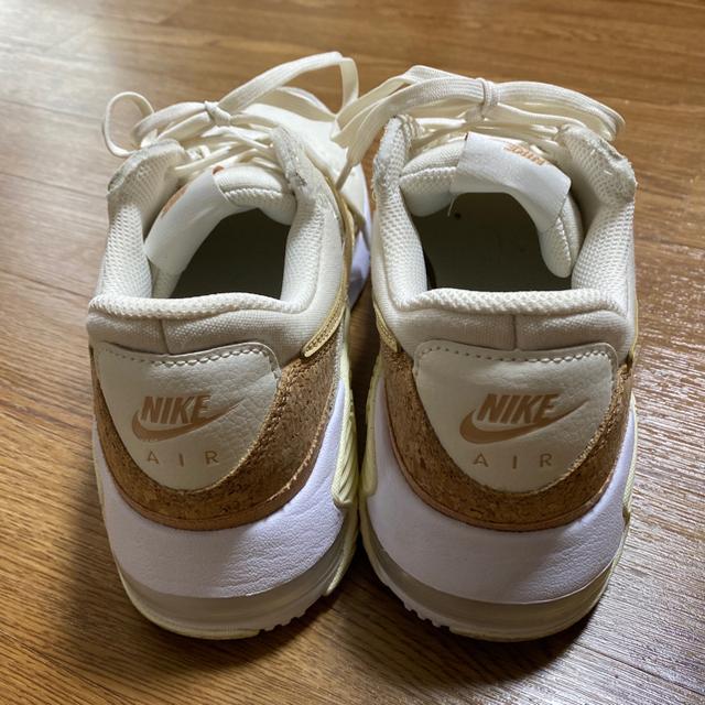 NIKE(ナイキ)のNIKEエアマックスエクシーコルクベージュホワイト25センチ レディースの靴/シューズ(スニーカー)の商品写真