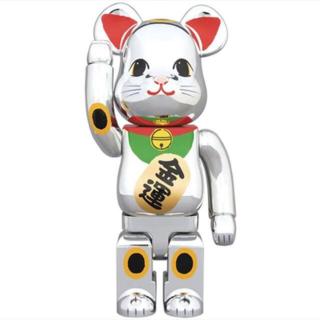 メディコムトイ(MEDICOM TOY)のBE@RBRICK 招き猫 銀メッキ 発光 400%(その他)