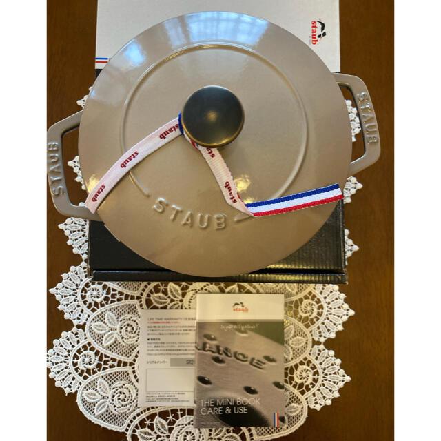 STAUB(ストウブ)の新品未使用 staub ストウブ ワナベ リネン  M 18cm  インテリア/住まい/日用品のキッチン/食器(鍋/フライパン)の商品写真
