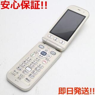フジツウ(富士通)の美品 F-01G らくらくホン ベーシック4 ゴールド (携帯電話本体)