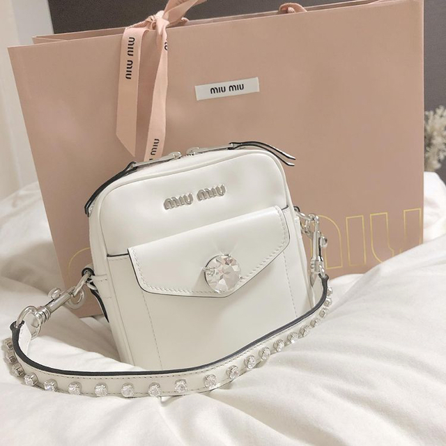 miumiu(ミュウミュウ)のビジューショルダーバッグ レディースのバッグ(ショルダーバッグ)の商品写真