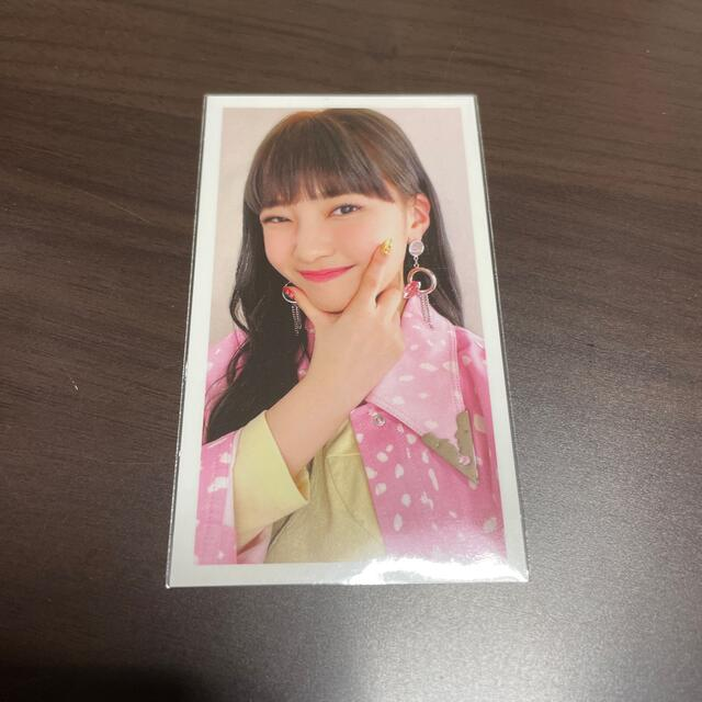 NiziU トレカ マユカ エンタメ/ホビーのタレントグッズ(アイドルグッズ)の商品写真