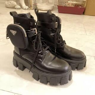 プラダ(PRADA)のプラダ モノリス ブラッシュドレザーxナイロン ブーツ(ブーツ)