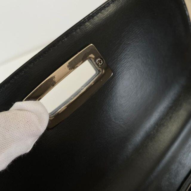 GIVENCHY(ジバンシィ)のジバンシー GIVEVCHY ハンドバッグ ブラック レザー ターンロック レディースのバッグ(ハンドバッグ)の商品写真