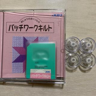 JUKIのジュレーブ専用の刺繍データカードと専用ボビンのセット