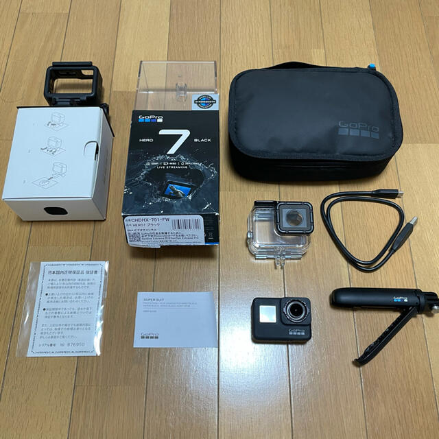 GoPro(ゴープロ)のGopro 7black 美品 補助品付き SDカード付き 最終価格 スマホ/家電/カメラのカメラ(コンパクトデジタルカメラ)の商品写真