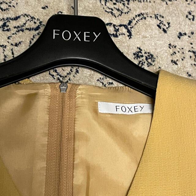 FOXEY(フォクシー)のFOXEY  Vバロン ワンピース マリーゴールド レディースのワンピース(ひざ丈ワンピース)の商品写真