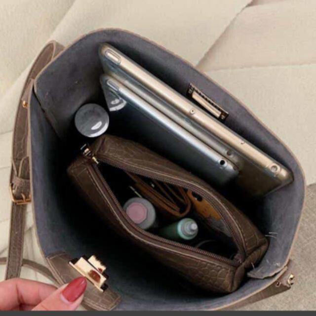 クロコ型押しショルダーバッグ レディースのバッグ(ショルダーバッグ)の商品写真