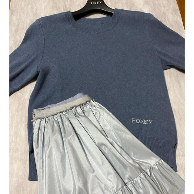 FOXEY(フォクシー)のFoxey Province Indigo/インディゴ/38 レディースのトップス(シャツ/ブラウス(半袖/袖なし))の商品写真