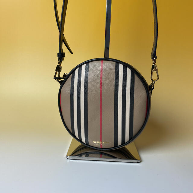 BURBERRY(バーバリー)のBURBERRY 未使用 ルイーズ アイコンストライプ Eキャンバス バーバリー レディースのバッグ(ショルダーバッグ)の商品写真
