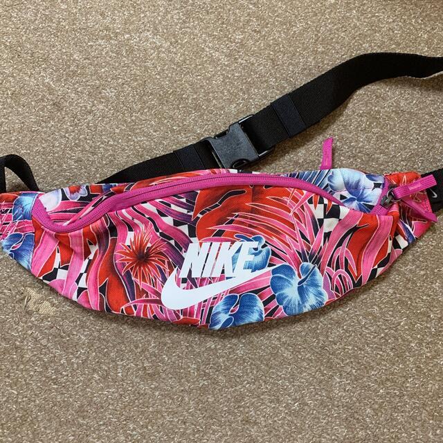 NIKE(ナイキ)のNIKE ボディバッグ レディースのバッグ(ボディバッグ/ウエストポーチ)の商品写真
