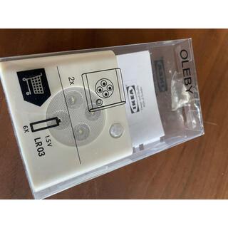 イケア(IKEA)の(未使用)IKEA OLEBY ワードローブ照明 センサー付き ホワイト1点(その他)