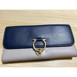 サルヴァトーレフェラガモ(Salvatore Ferragamo)のレディース長財布(財布)