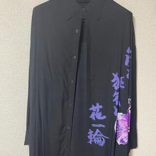 ヨウジヤマモト(Yohji Yamamoto)のヨウジヤマモト 朝倉優佳 嵐と狂気と花一輪 ロング シャツ(シャツ)