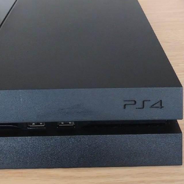 PlayStation4(プレイステーション4)の【送料込み】PS4 本体 + コントローラー 【かんたんラクマパック】 エンタメ/ホビーのゲームソフト/ゲーム機本体(家庭用ゲーム機本体)の商品写真