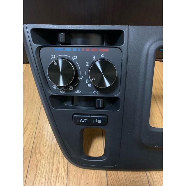 ダイハツ s331v エアコンダイヤル スイッチ 内装 ハイゼットカーゴ トヨタ 自動車/バイクの自動車(車内アクセサリ)の商品写真