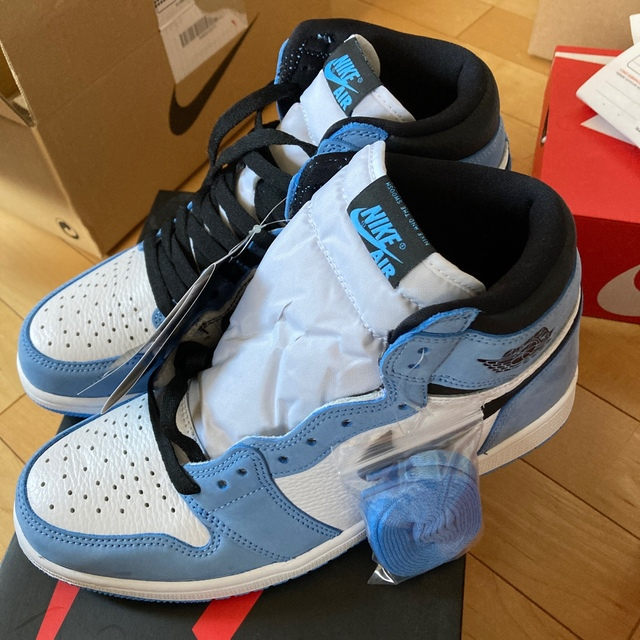 NIKE(ナイキ)のエアージョーダン1 レトロ HIGH OG ユニバーシティブルー メンズの靴/シューズ(スニーカー)の商品写真