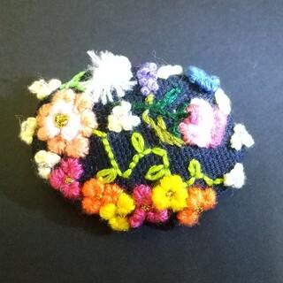 刺繍ブローチハンドメイド(バックハンガーおまけ付き)