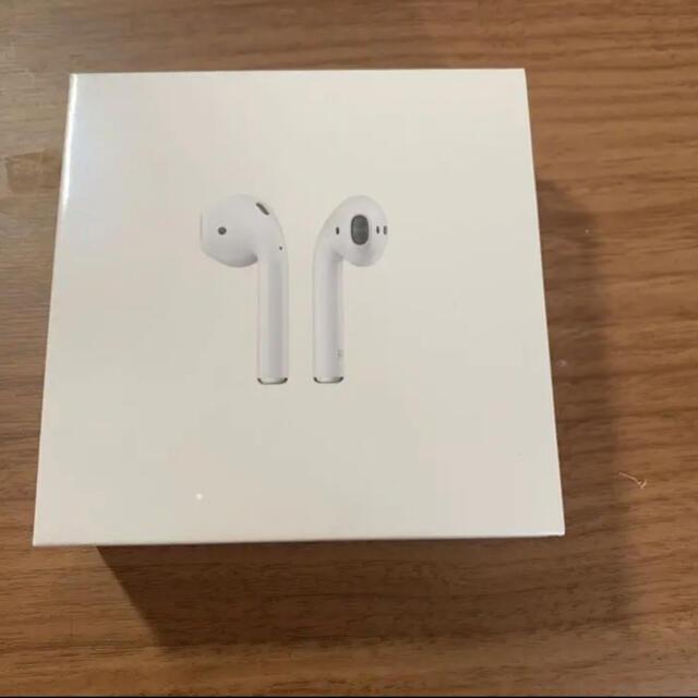 Apple AirPods 第2世代 新品未開封 スマホ/家電/カメラのオーディオ機器(ヘッドフォン/イヤフォン)の商品写真